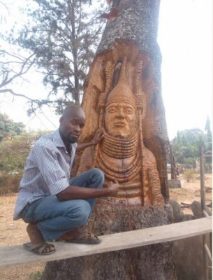 Auchi Poly Student Carves Out Face of Oba of Benin on a Tree