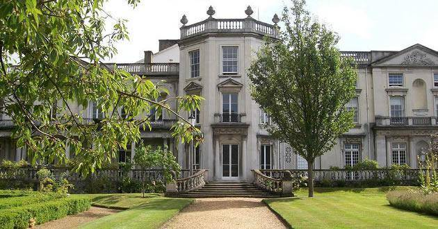 2020 International Excellence Scholarships at University of Roehampton, UK