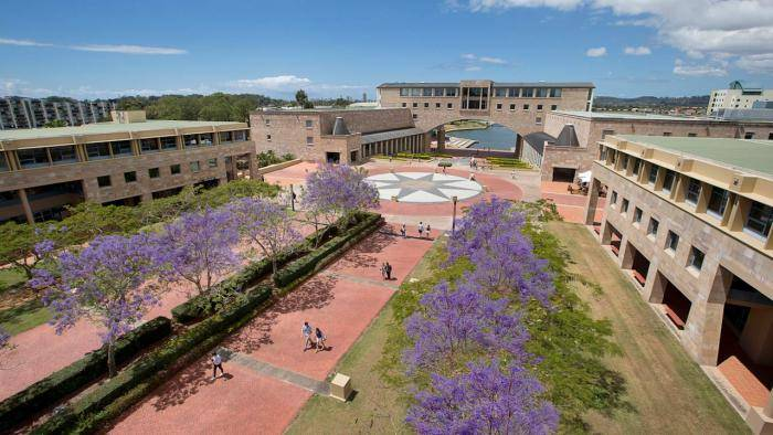 2018 International Scholarship For English Pathway Studies At Bond University, Australia