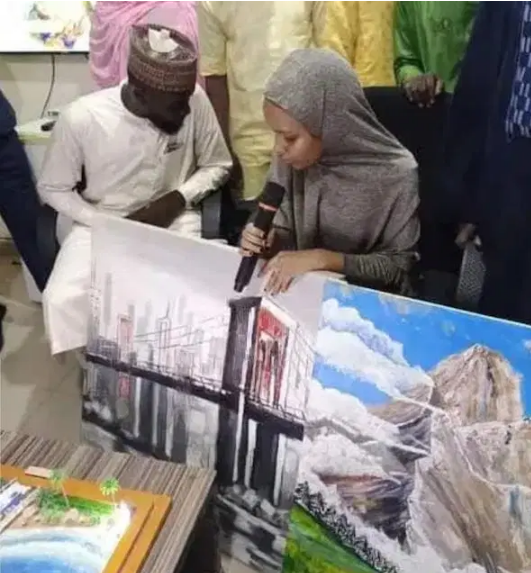 Katsina state gov awards a scholarship to a 15-yr-old student for art paintings