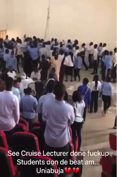 Banking and finance students beat up UNIABUJA lecturer for ending an exam (video)