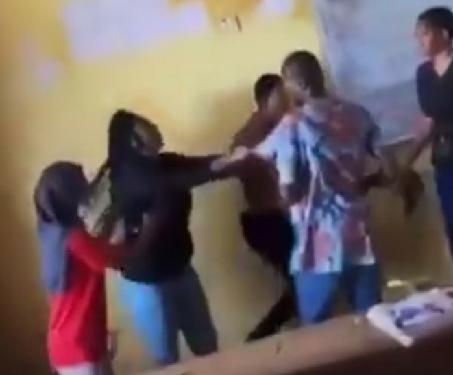 Auchi poly student fights lecturer for not allowing her to write an exam